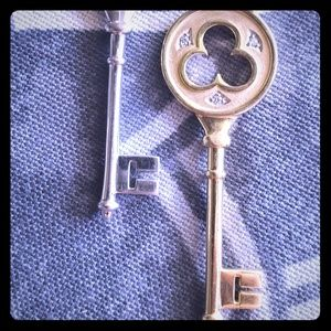 Tiffany & Co. - Co 18K Diamond Key Clover